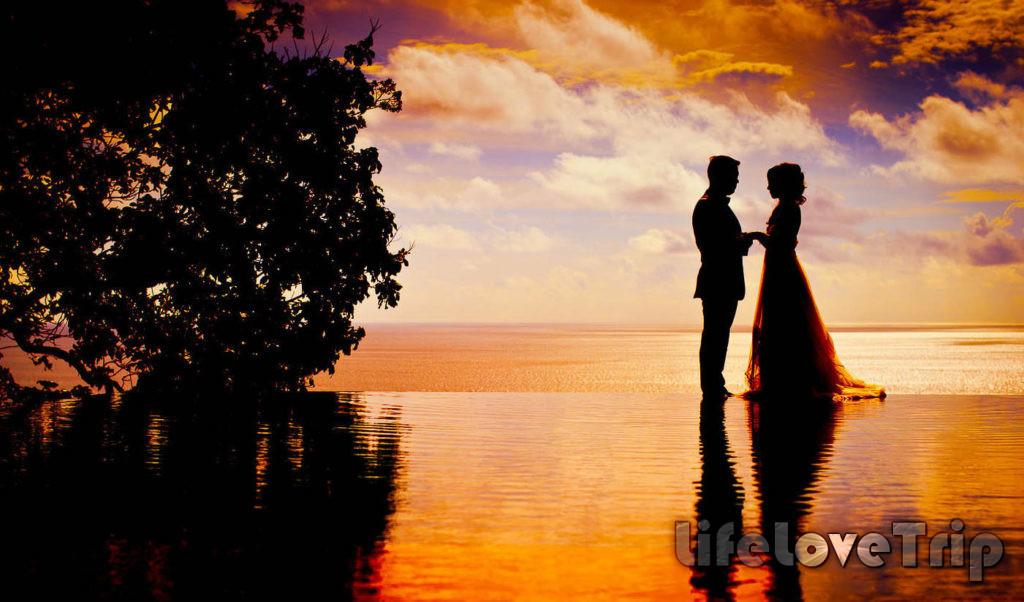 Свадьба на закате на берегу моря в Испании