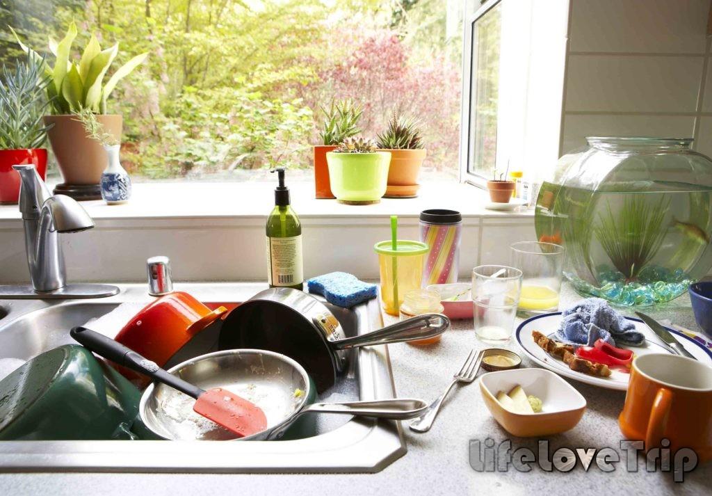 не оставляйте грязную посуду в раковине