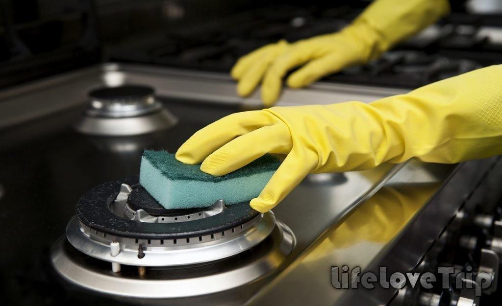 плиту от нагори лучше очищать сразу