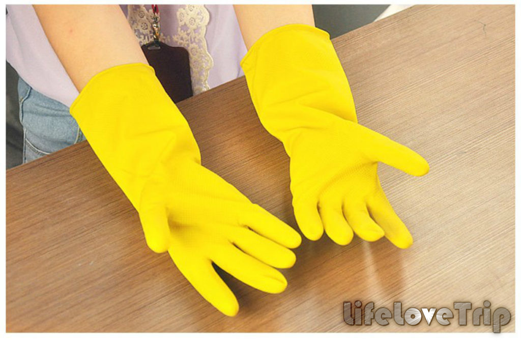 не пренебрегайте перчатками при уборке