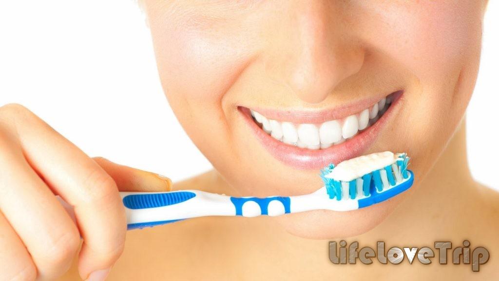 тщательно выбирайте зубную щетку и пасту