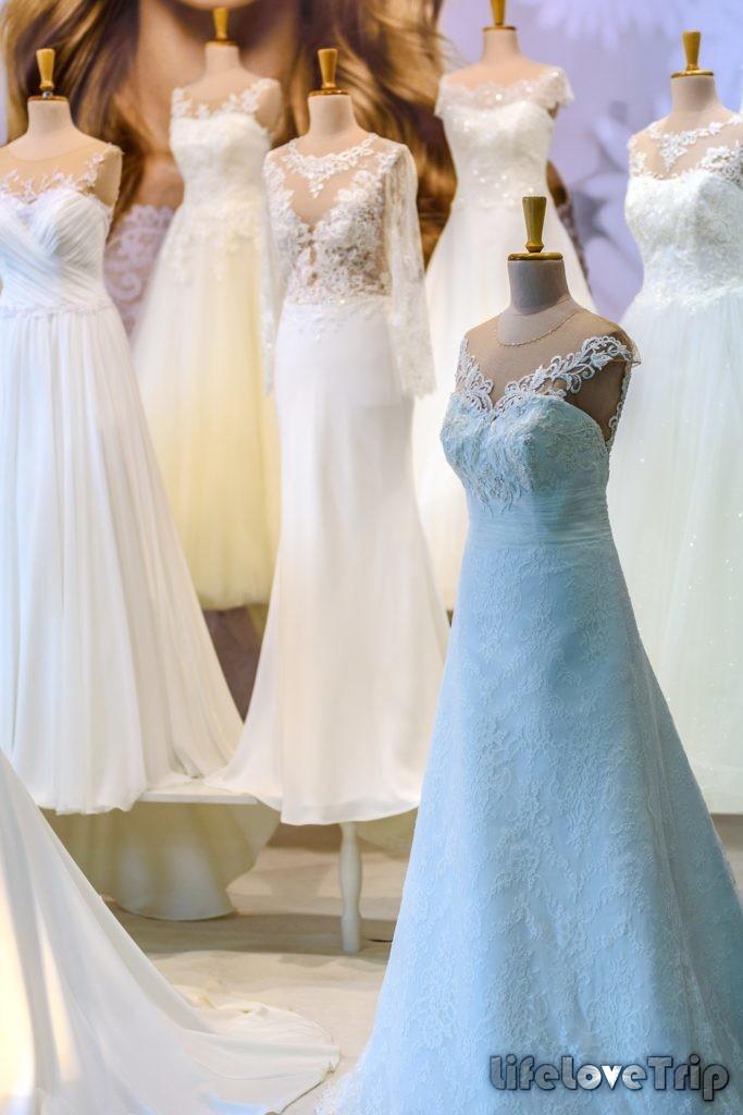 многообразие свадебных платьев позволяет подобрать под любой тип фигуры и кошелек