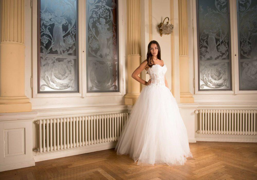 платье невесты с пышной юбкой сделает из вас настоящую принцессу