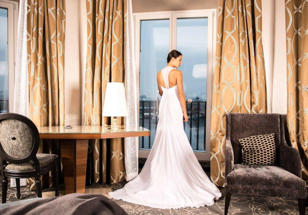 платье с открытой спиной подчеркнет красоту и изящество