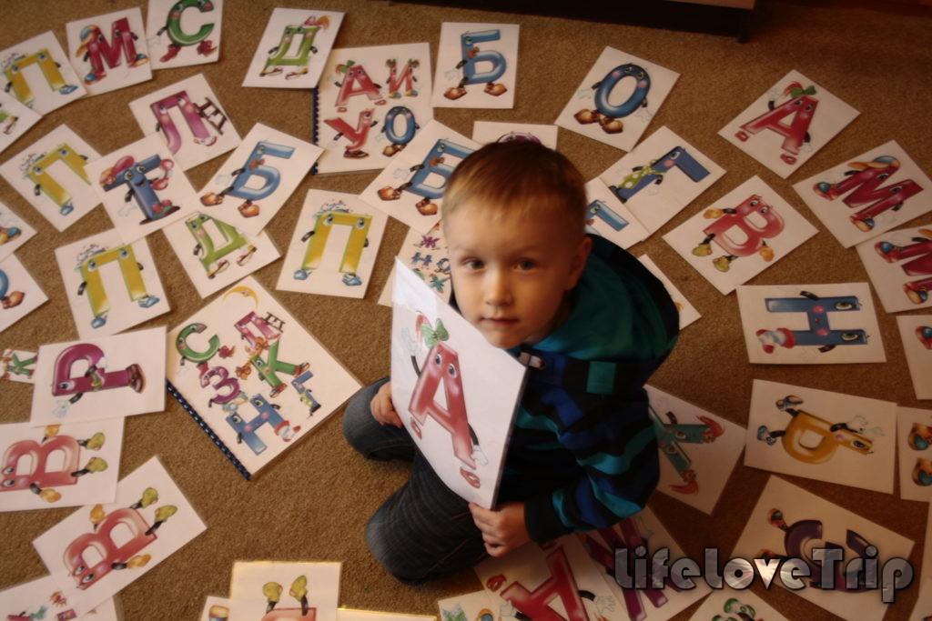 Учить первые буквы можно в самом раннем возрасте.