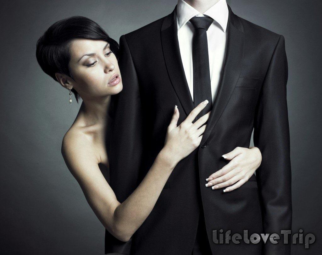 Не следует излишне контролировать мужа. Это вряд ли принесет пользу вашей семейной жизни.