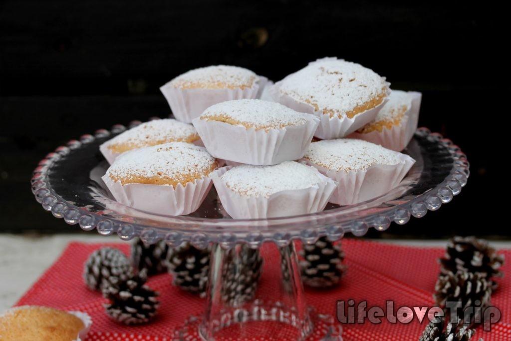 Новогодние маркизы обсыпают сахарной пудрой