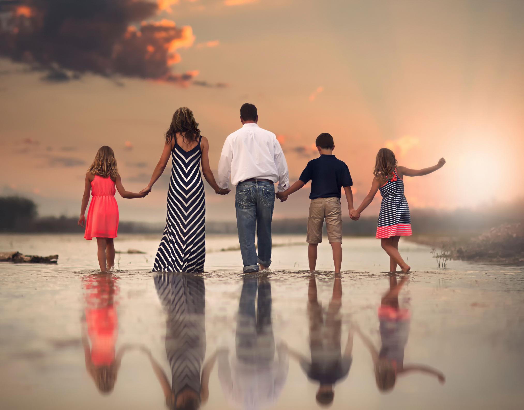 семейный выезд на пляж в Испании