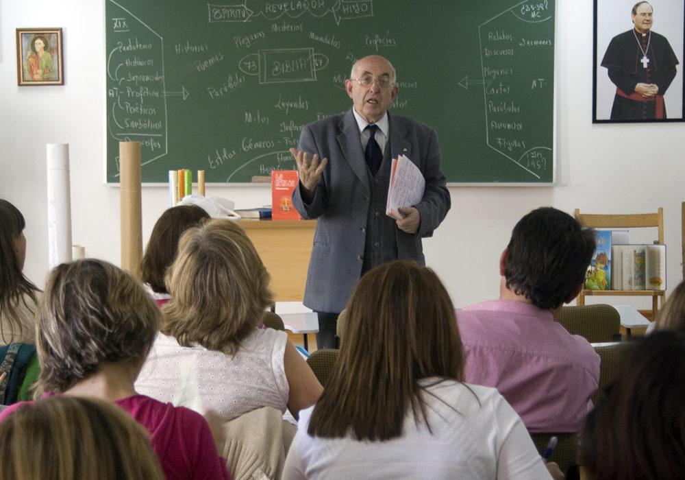 Уроки религиозного образования в Испании проводятся в некоторых школах.