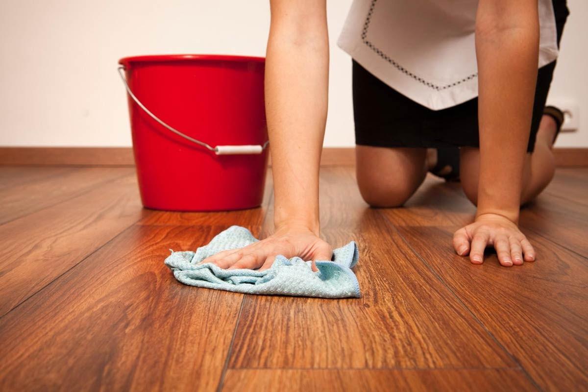 Применяйте мягкие моющие среда при уборке.