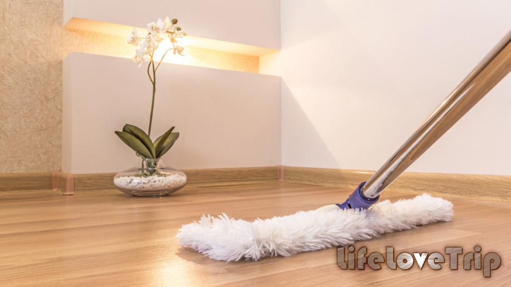 Для уборки ламината применяют мягкие швабры.