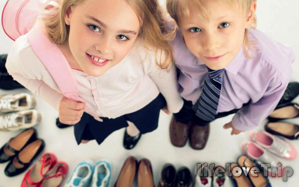 Выбирайте обувь вместе с детьми.