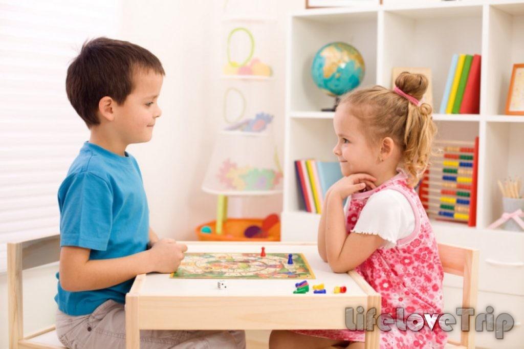 Настольные игры развивают мышление у ребенка.