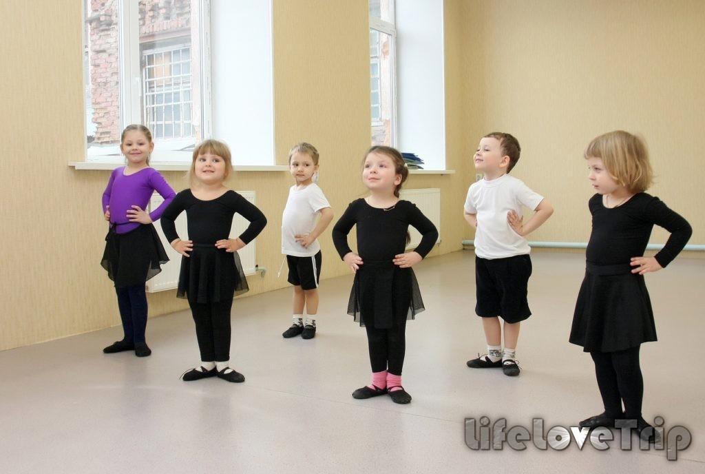 Танцы развивают в ребенке пластику.