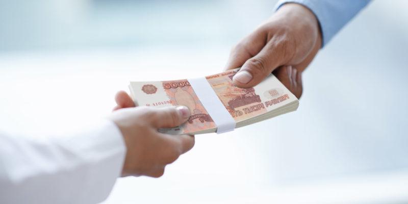 У кого попросить денег в долг