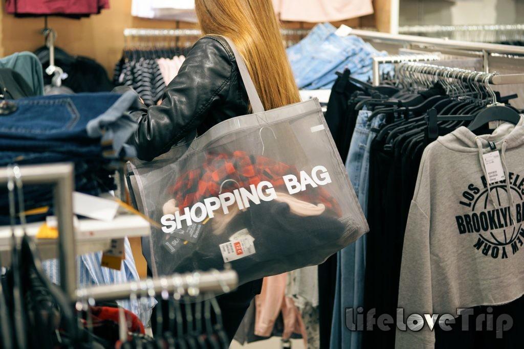Ходите в магазин с мужем, он точно не даст вам накупить всякой ерунды.