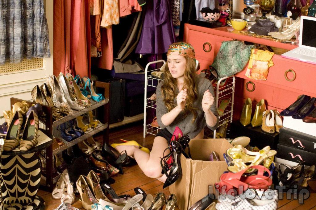 Рассортируйте свой гардероб и избавьтесь от ненужного.