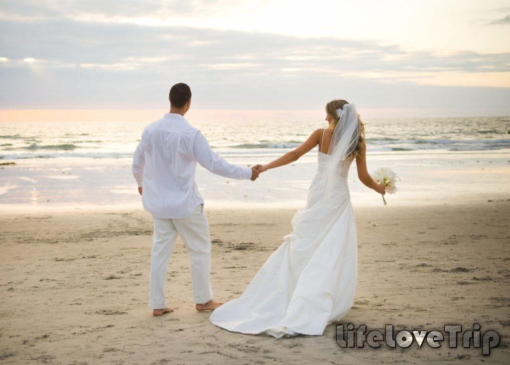 Медовый месяц на пляже позволит отдохнуть от забот.