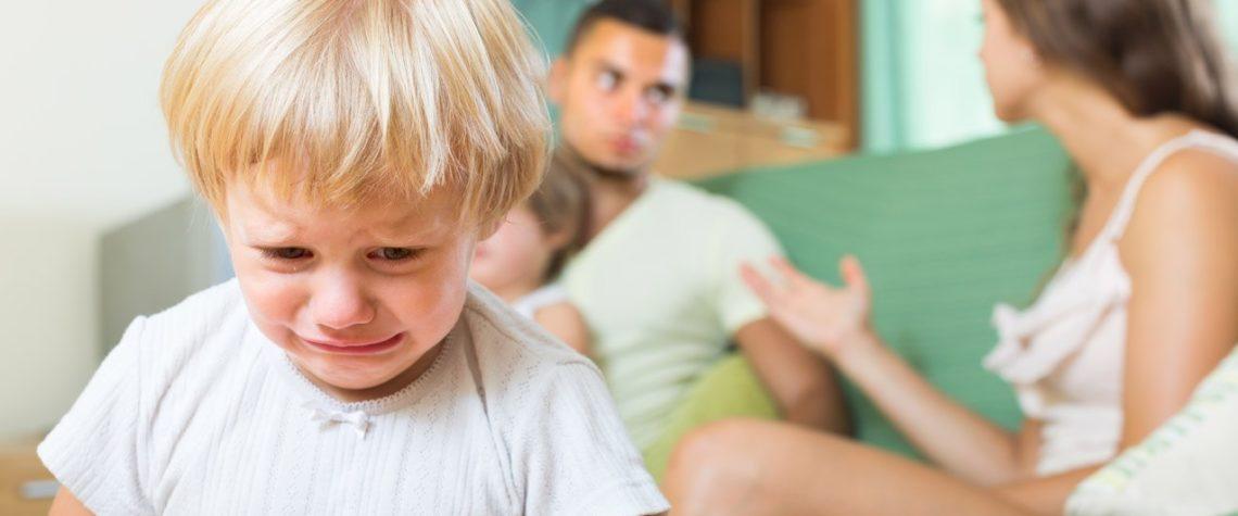 Дети из неполных семей растут с психологической травмой.
