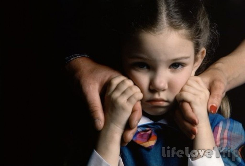 Дети из неполных семей хуже общаются со сверстниками.