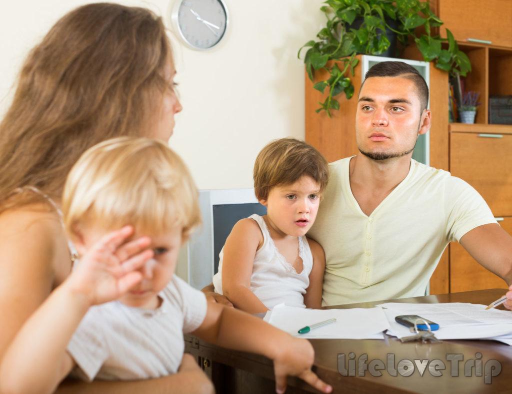 Дети в неполной семье часто имеют психологические проблемы.