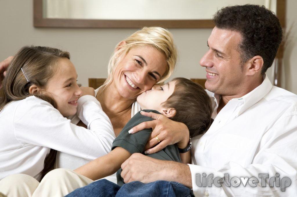 Только мудрая и любящая женщина сможет правильно выстроить отношения со вдовом с детьми.