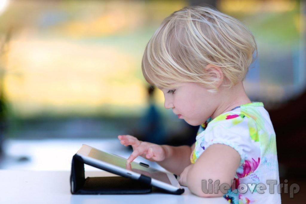компьютеры помогают ребенку в обучении.