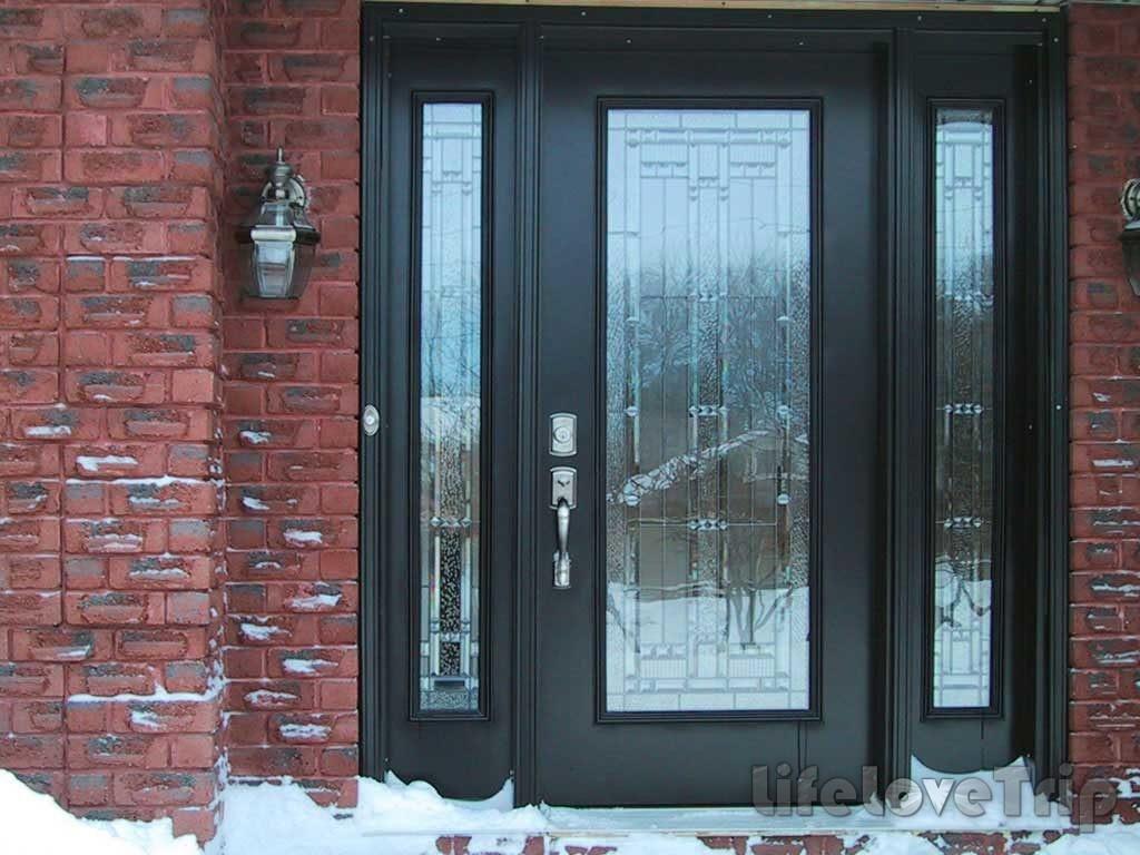 Металлические двери отличаются прочностью и износостойкостью.