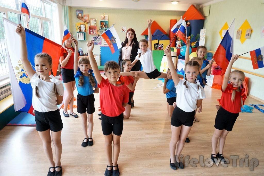Советский тип школы уделяет внимание патриотическому воспитанию.
