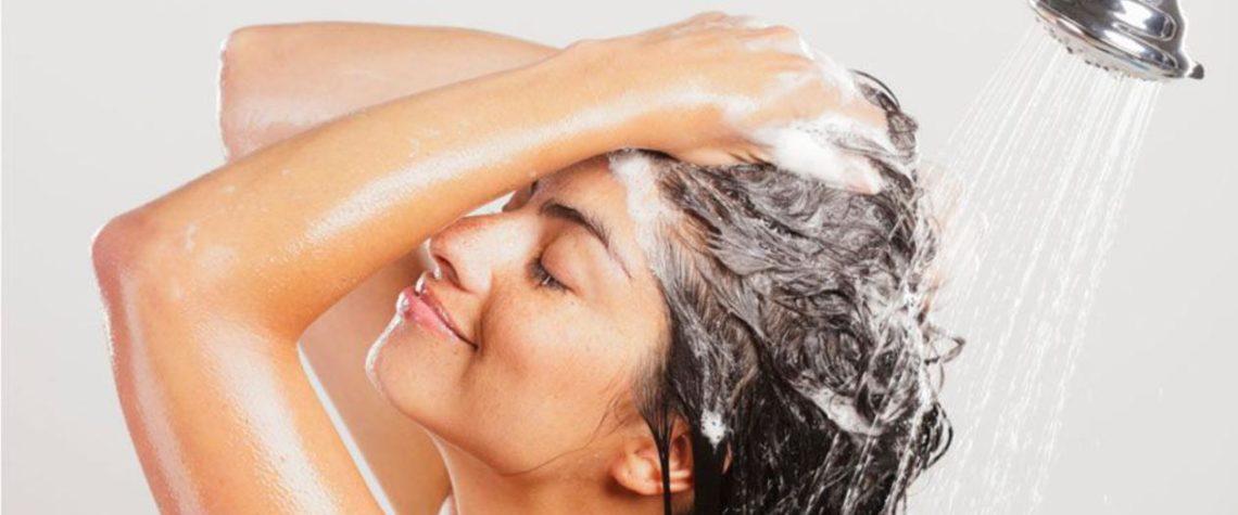 Мы все моем волосы, но не все знают, как мыть волосы правильно.