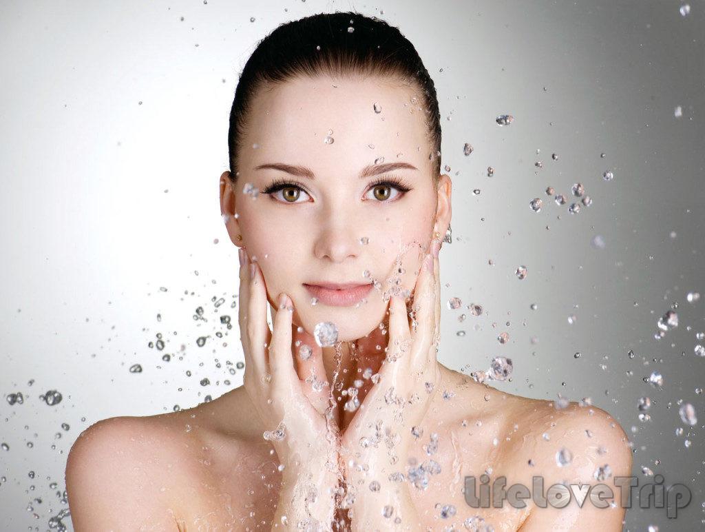 Водный массаж освежает обезвоженную кожу.