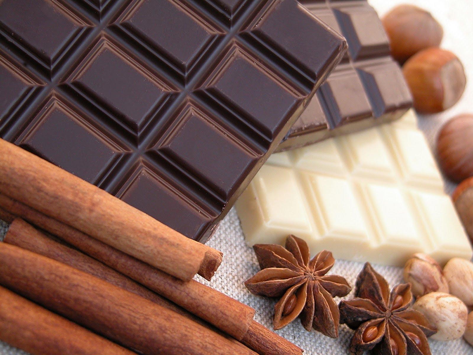 Темный шоколад воздействует на организм как спазмолитическое и мочегонное средство.