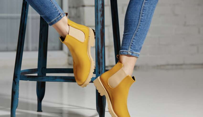 Модные женские ботинки челси