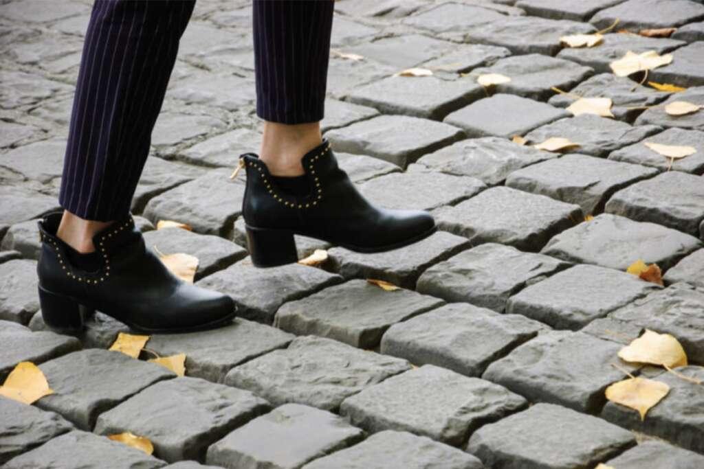 Стильные ботинки челси на высоком каблуке